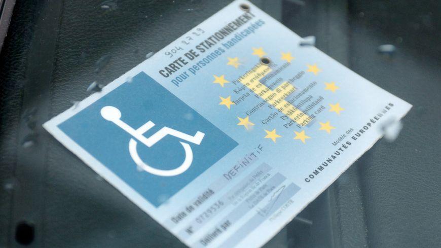 Une carte de stationnement pour handicapés