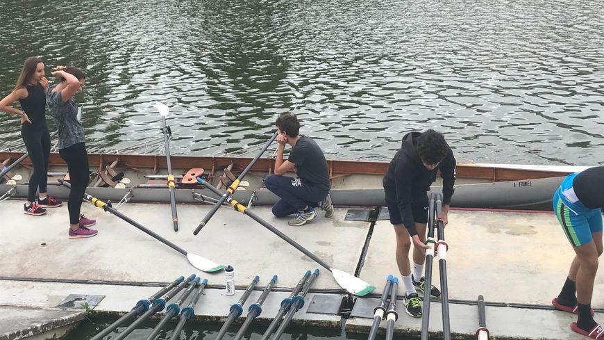 Une dizaine de jeunes testent pour la première fois l'aviron