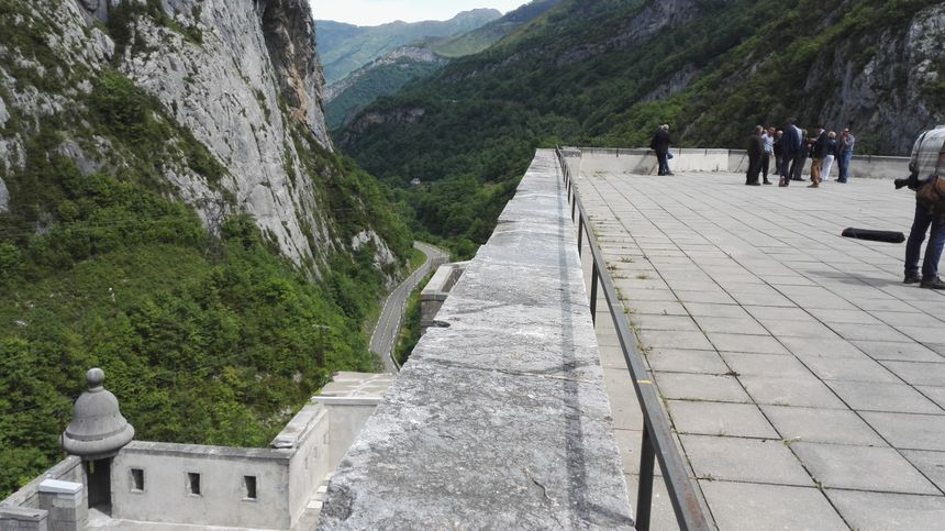 La terrasse basse du fort du Portalet