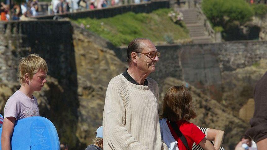 Après la fin de son dernier mandat de président, Jacques Chirac s'est fait plus discret, mais il continuait de revenir au Pays basque comme en juillet 2007, pour une thalasso à Biarritz.