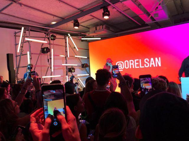 Les invités de jeudi soir ont pu assister à un mini concert d'Orelsan