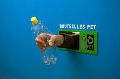 Si, selon le gouvernement, la consigne de bouteilles en plastique fonctionne dans d'autres pays, les collectivités locales de France émettent de nombreux doutes et veulent d'abord avoir le temps de simplifier le geste de tri