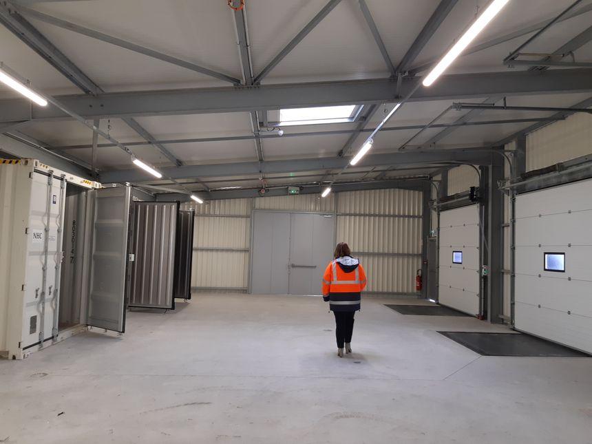 Des bureaux et quais de déchargements, avec frigo, ont été aménagés pour permettre des contrôles douaniers et vétérinaires rapides, en cas de Brexit dur.
