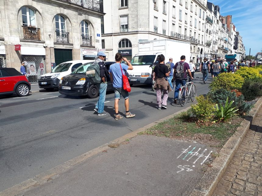 Les manifestants se dirigent maintenant vers le quai de la Fosse, à Nantes.