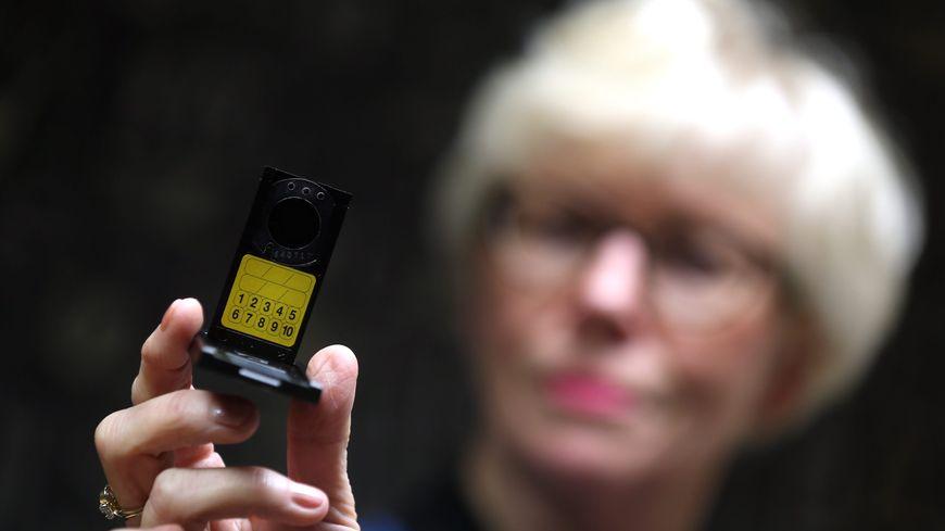 Un dosimètre fourni dans le cadre d'une campagne de dépistage du radon.