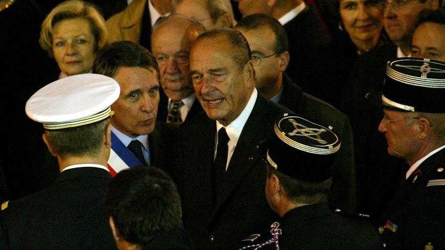 Jacques Chirac, en novembre 2002, lors des funérailles nationales des pompiers de Loriol