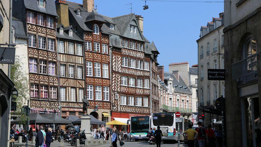 La place du Champ-Jacquet sans bus, ni voitures ce week-end