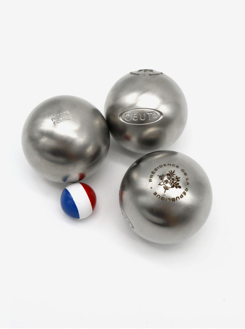 """Le cochonnet """"made in Jura"""" de la Tournerie Monneret vendu avec les boules de pétanque Obut dans la Boutique de l'Elysée"""