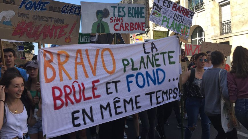 Environ 1.000 personnes ont manifesté dans les rues de Bordeaux.