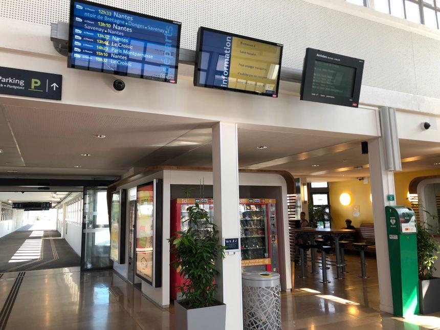 Le hall de la gare est beaucoup plus accueillant et fonctionnel