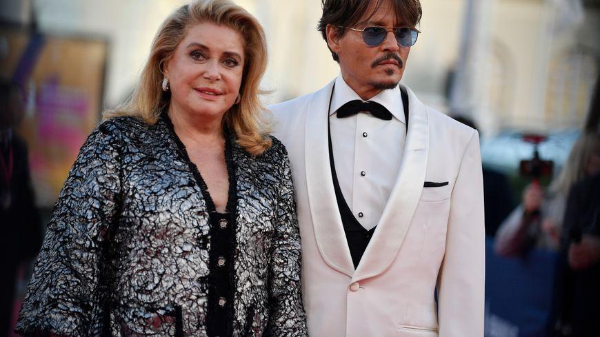 Catherine Deneuve et Johnny Depp côte à côte sur le tapis rouge de Deauville, l'image de la 45ème édition du festival du cinéma américain.