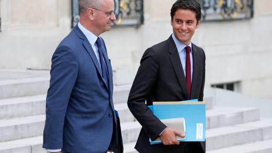Le secrétaire d'Etat Gabriel Attal ( à droite) propose de baisser la défiscalisation des dons.