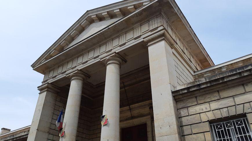 Les débats s'étalent sur deux jours au tribunal correctionnel de Niort dans ce dossier impliquant onze prévenus