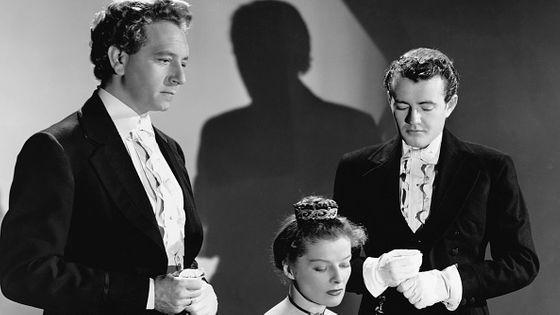 Paul Henreid dans le rôle de Robert Schumann et Katharine Hepburn dans le rôle de Clara Wieck Schumann dans le film Song of Love de 1947.