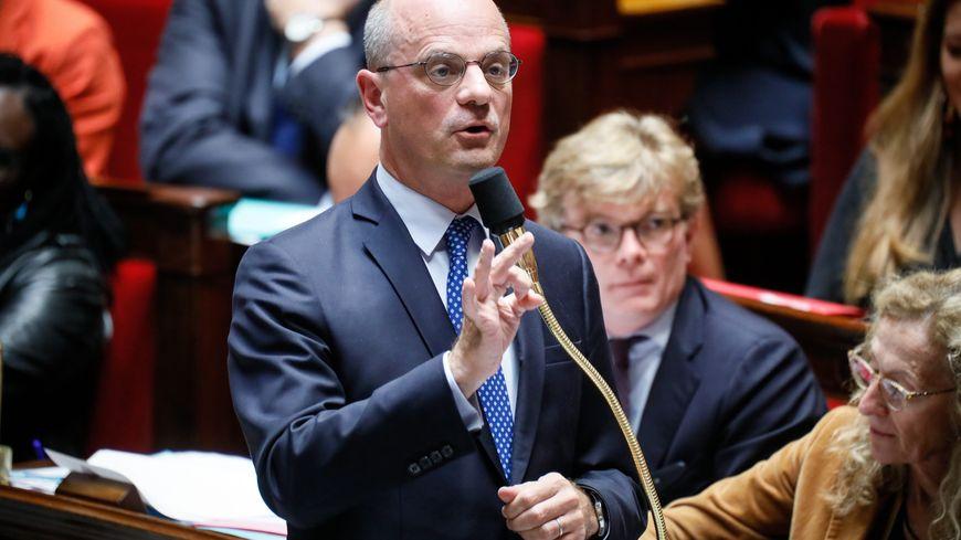 """Jean-Michel Blanquer, le ministre de l'Education Nationale juge """"regrettable"""" l'affiche de la FCPE"""