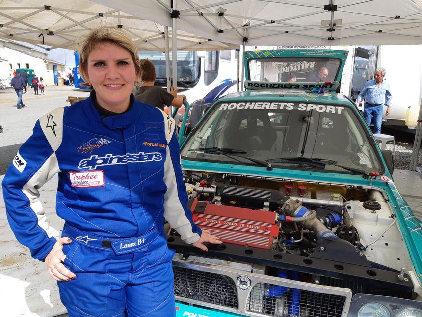 Laura Camerino, une Champenoise de 31 ans, pilote la Lancia Delta de 1992 de son père.
