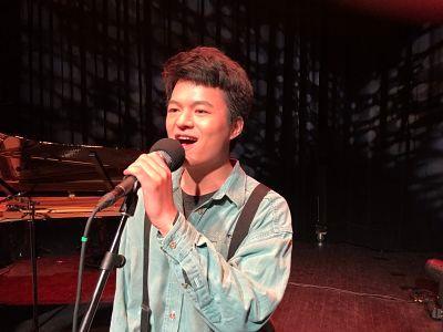 Dong Michaxu (voix)