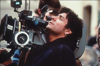 Portrait non daté du réalisateur français Cyril Collard (avec une camera à l'épaule) qui est décédé des suites du SIDA le 05 mars 1993.
