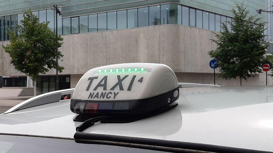 Près de 130 taxis circulent à Nancy. Ici, à la station devant la gare SNCF