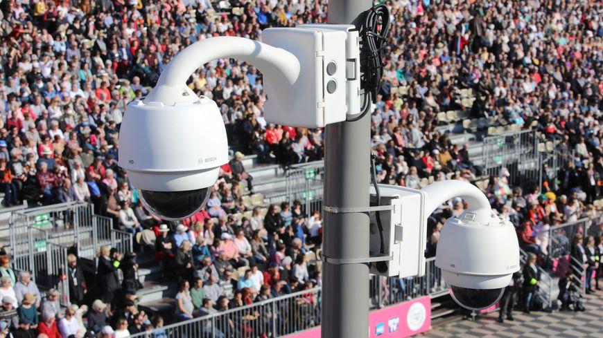 Sécurité et reconnaissance faciale à l'entrée du carnaval et de la bataille de fleurs à Nice le 19 février 2019.
