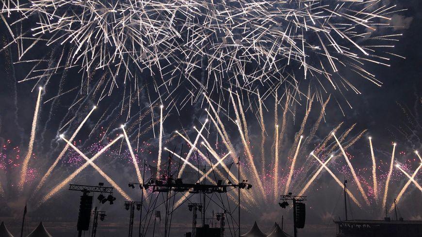 Délicieusement British, le spectacle pyro-musical unanimement salué par le public du Festival de Loire 2019