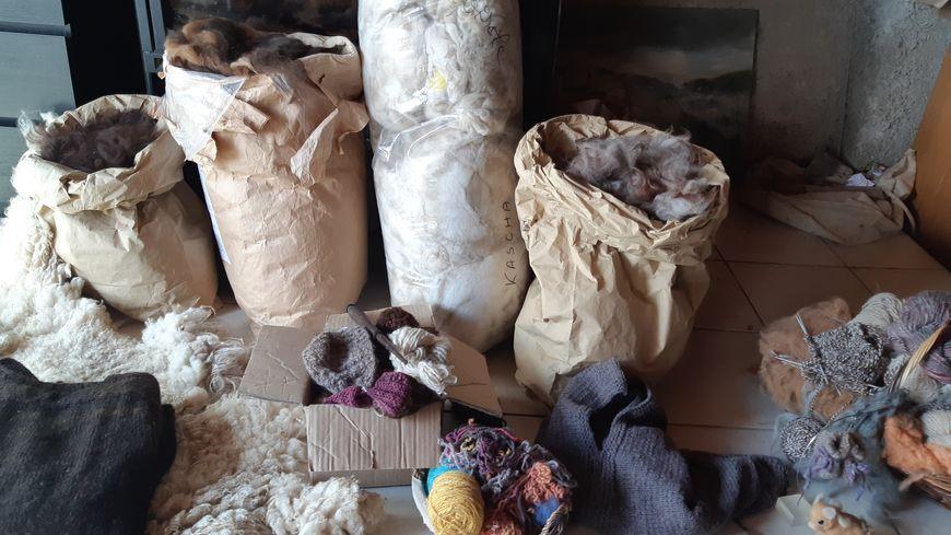 Laine brute et laine en pelotte