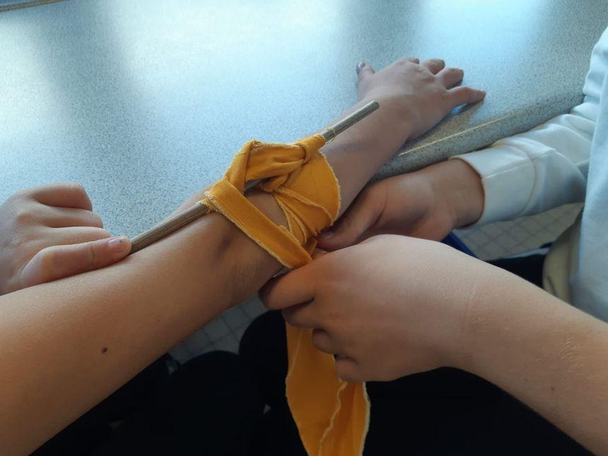 Exercice pratique avec la pose d'un garrot.