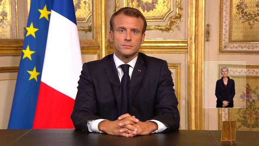 """Emmanuel Macron a rendu hommage à un """"destin français""""."""