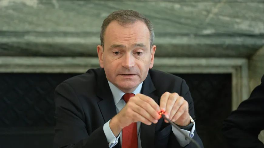 Le préfet de la Loire Évence Richard dans les bureaux de la Préfecture à Saint-Étienne.