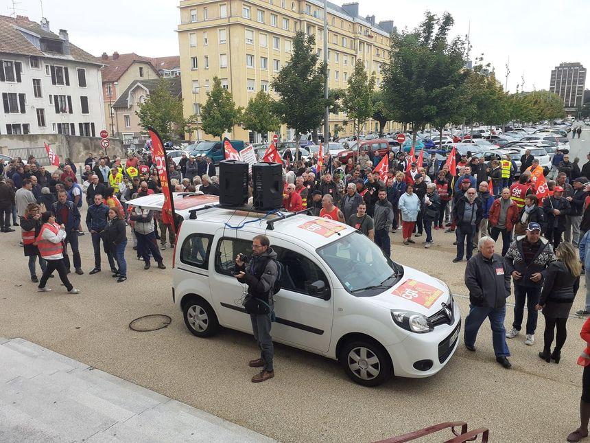 Départ de la manifestation à la Maison du Peuple.
