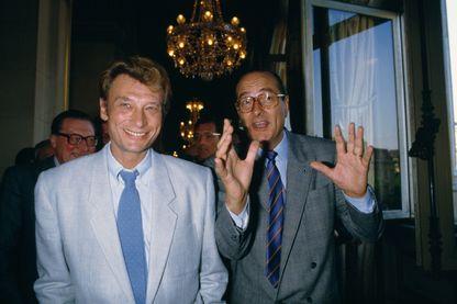 En 1985, Jacques Chirac organise, à l'Hôtel de Ville de Paris, une sauterie en l'honneur de Johnny Hallyday et de la longévité de sa carrière. En 1988, le chanteur apportera son soutient au candidat.