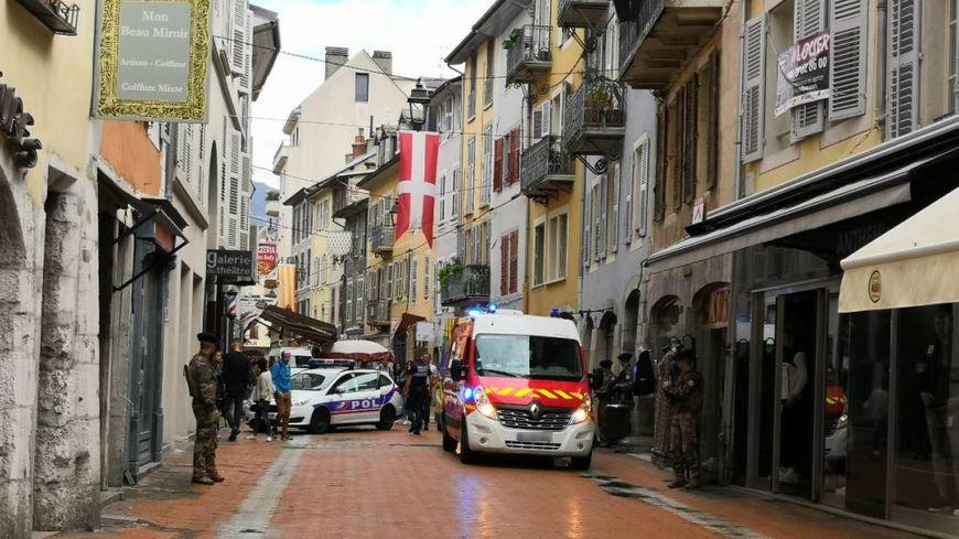 Les pompiers ont été prévenus de l'accident par les policiers.