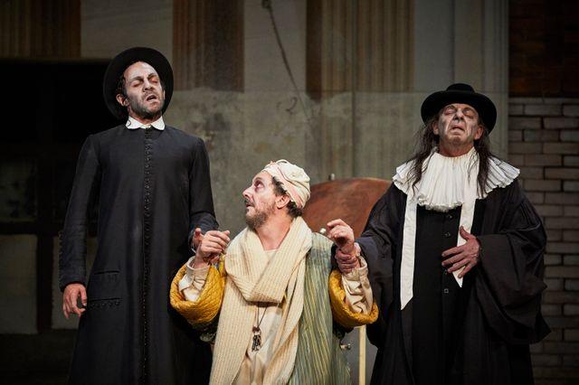 Christian Hecq se produit dans 'Le Malade imaginaire' de Molière avec la Comédie-Française, en tournée en France jusqu'en décembre 2019