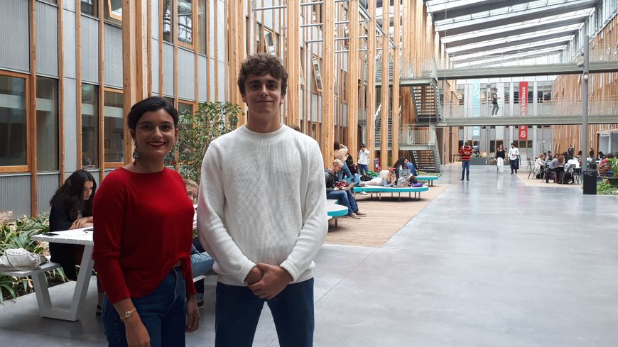 Lola et Emilien sont tous les deux entrés à Sciences Po Bordeaux via les classes préparatoires au concours dans leurs lycées d'origine.