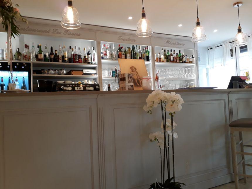 le bar au restaurant Les Tisons Ailly le haut clocher