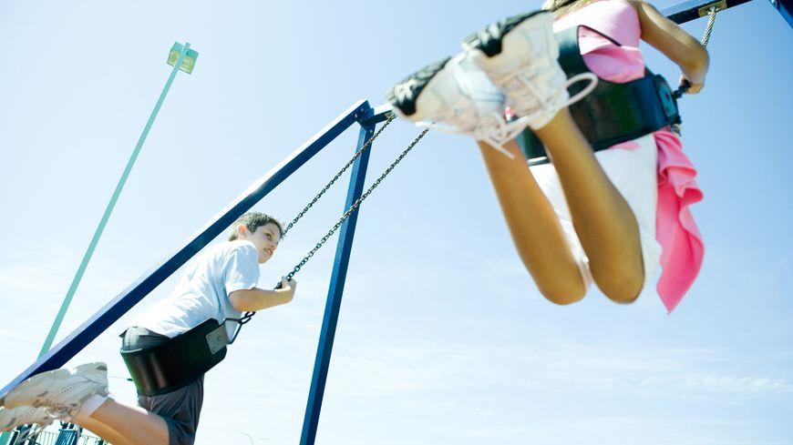A Champfleur (Sarthe), il va falloir déplacer une aire de jeux pour enfants car des riverains trouvent qu'elle fait trop de bruit. Un expert a confirmé les nuisances (illustration)