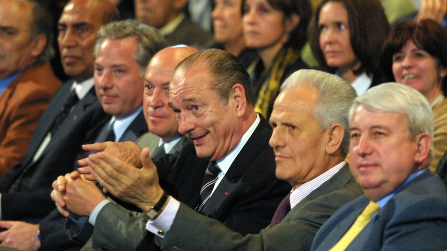 Jacques Chirac, entouré de sa famille politique à l'occasion d'une visite en Corse