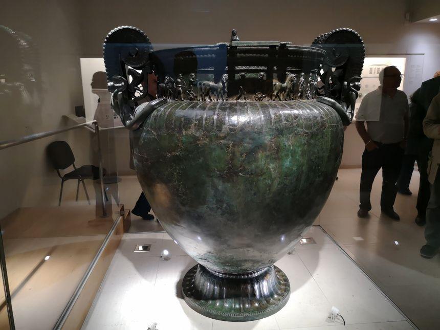 Le vase de Vix, un cratère en bronze de plus de 200 kilos, pièce maîtresse du trésor découvert en 1953