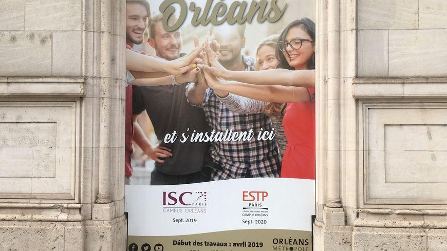 L'affiche trône encore sur le bâtiment, mais l'ESTP ne rejoindra pas finalement l'ISC au sein de l'ancien collège Anatole Bailly à Orléans