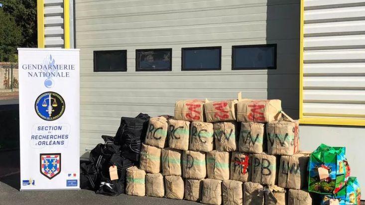 Saisie d'une tonne de cannabis par les gendarmes du Loiret, à Morville-en-Beauce, en octobre 2018