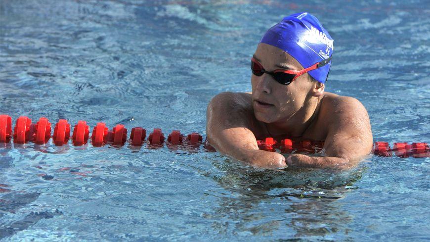 A 19 ans, Théo Curin incarne une marque de cosmétique pour homme et défend les bienfaits du sport sur France 5