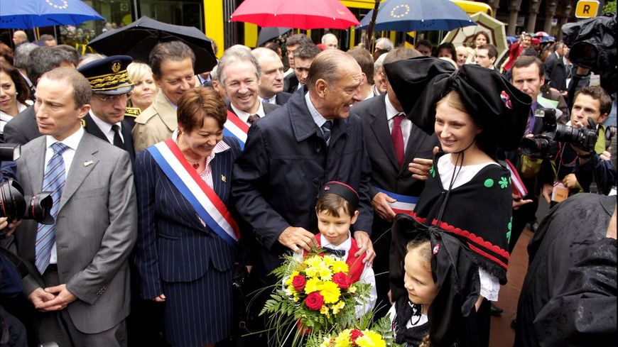 Jacques Chirac en mai 2006 à Mulhouse pour l'inauguration du tramway.