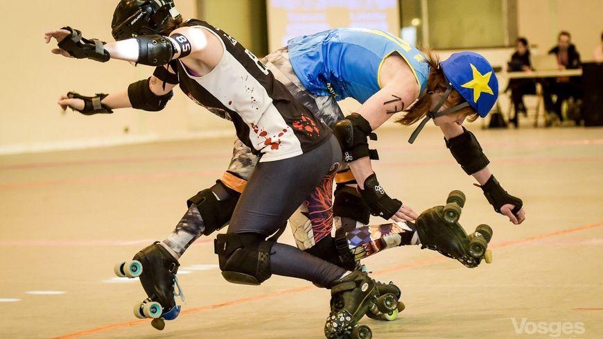 Le roller derby est un sport de contact.