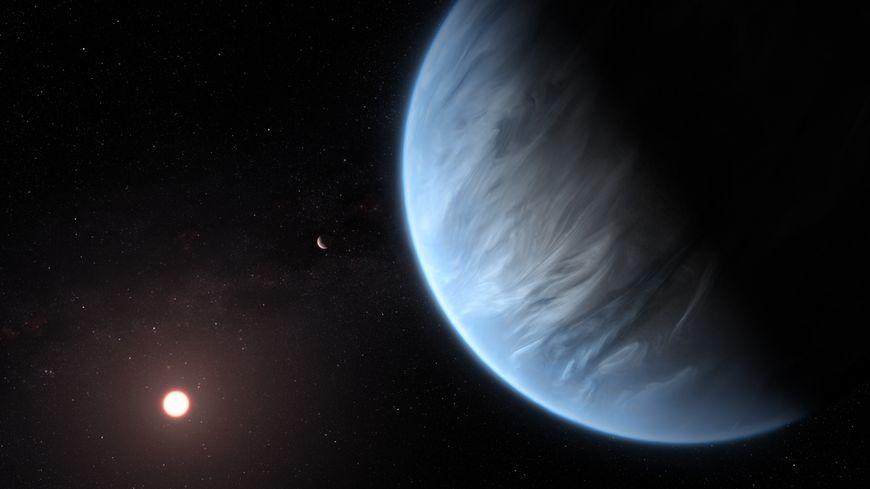 Vue d'artiste de l'exoplanète K2-18b, dont l'atmosphère contient de l'eau.