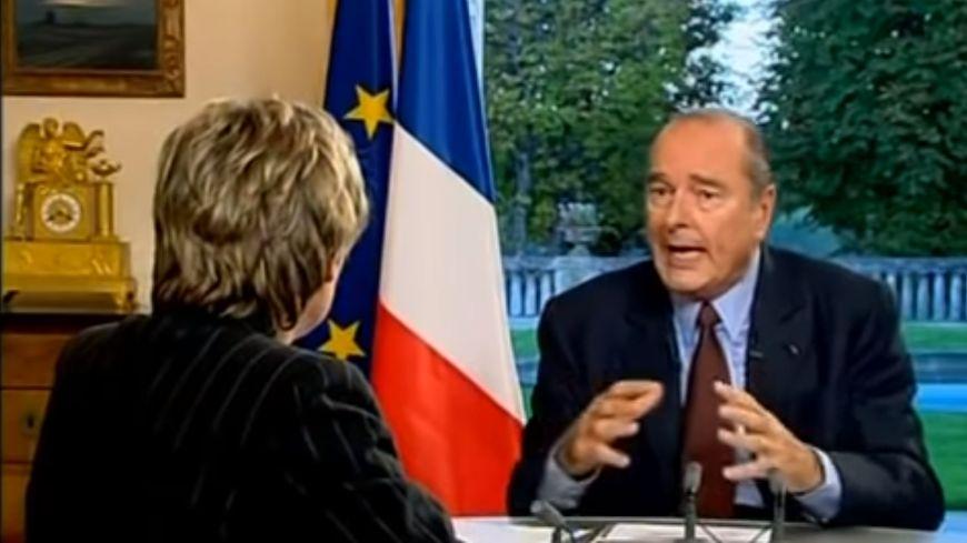"""Interviewé par Elise Lucet sur France 3 en direct d'Angoulême, Jacques Chirac dénonce avec les cassettes Méry """"une histoire abracadabrantesque""""."""