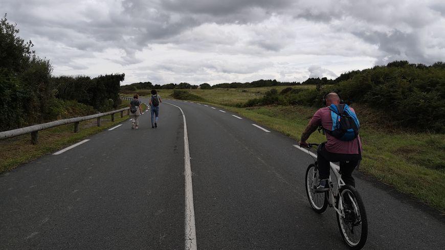 La route de la corniche a été réservée aux piétons et aux cyclistes ce dimanche.