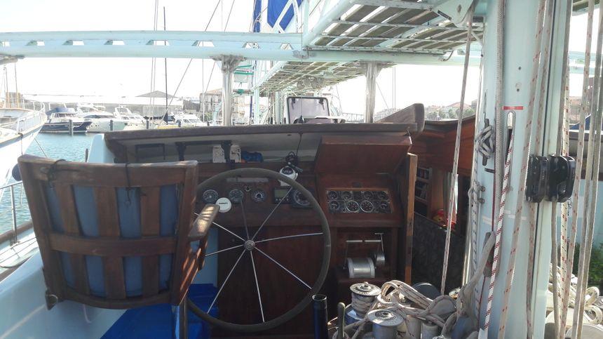 La goélette est assez grande pour permettre la cohabitation de 8 membres d'équipage pendant trois semaines.