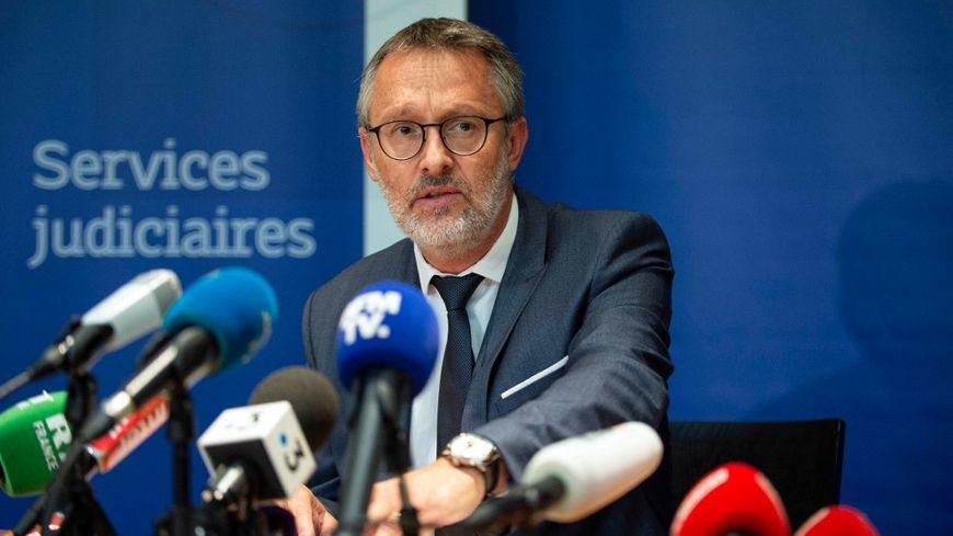 """Agression au couteau à Villeurbanne : l'assaillant présente """"un état psychotique"""" selon le procureur de Lyon qui salue l'action des témoins qui ont permis son interpellation."""