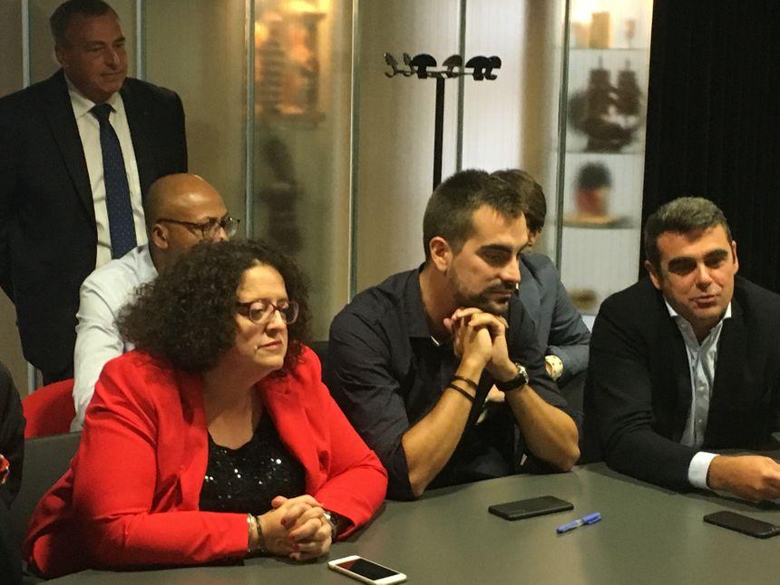 La contre-conférence de presse organisée par les élus du groupe majoritaire classique (sur la photo de gauche à droite : Olivier Carré, Valmy Noumy, Muriel Sauvegrain, Mathieu Langlois et Olivier Geffroy)