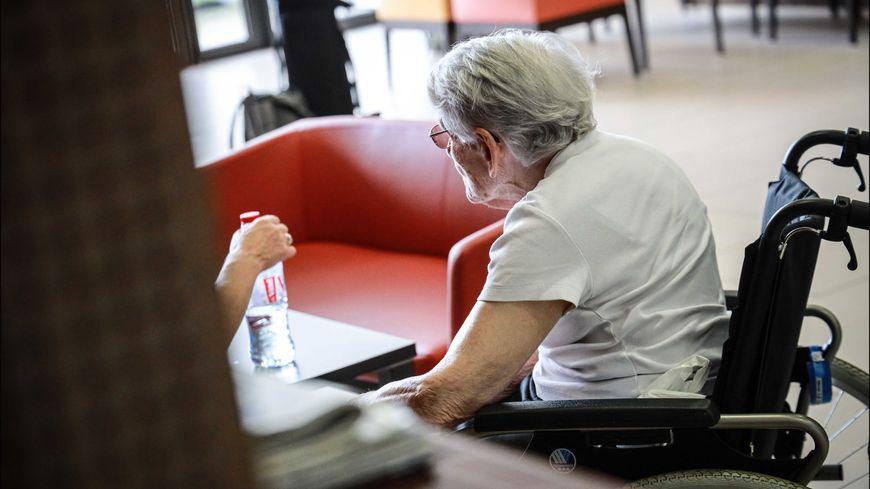 Le congé pour les proches aidants bientôt indemnisé 40 euros net par jour
